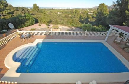 Villa and Pool in Beniarbeig for sale